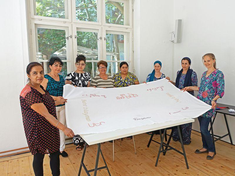Sticken mit Flüchtlingsfrauen