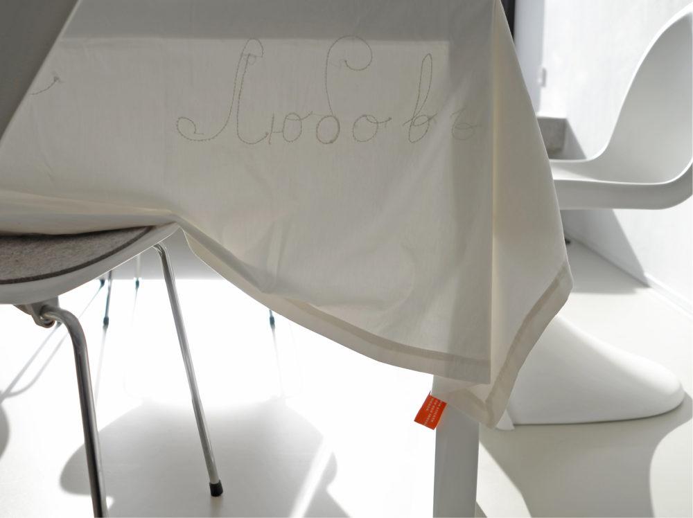 detail, tischdecke weiß auf weiß