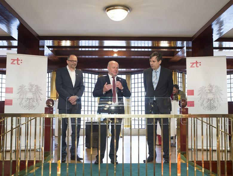 Präsident der Bundeskammer der ZiviltechnikerInnen / Arch+Ing Architekt Christian Aulinger (links) und Vizepräsident Dipl.-Ing. Rudi Kolbe (Bildmitte).